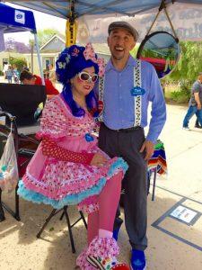 Bluetiful the Clown and Ah OOO Gah posing in Old Town
